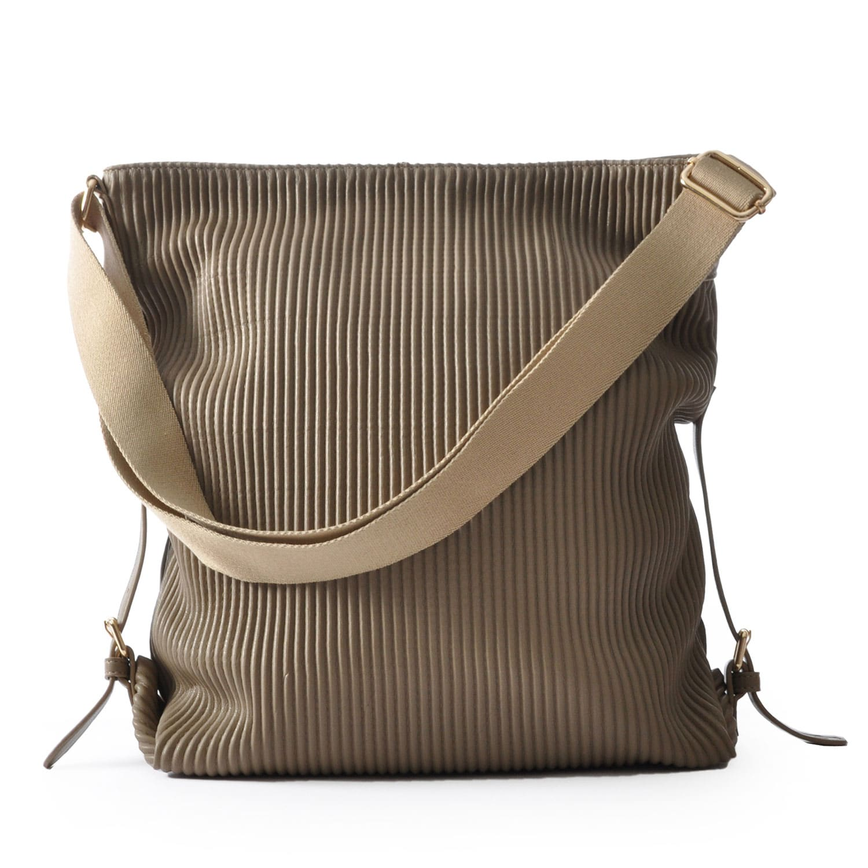 Walnut Shoulder Bag - Ceannis   RoyalDesign.se fc63103fcb86c