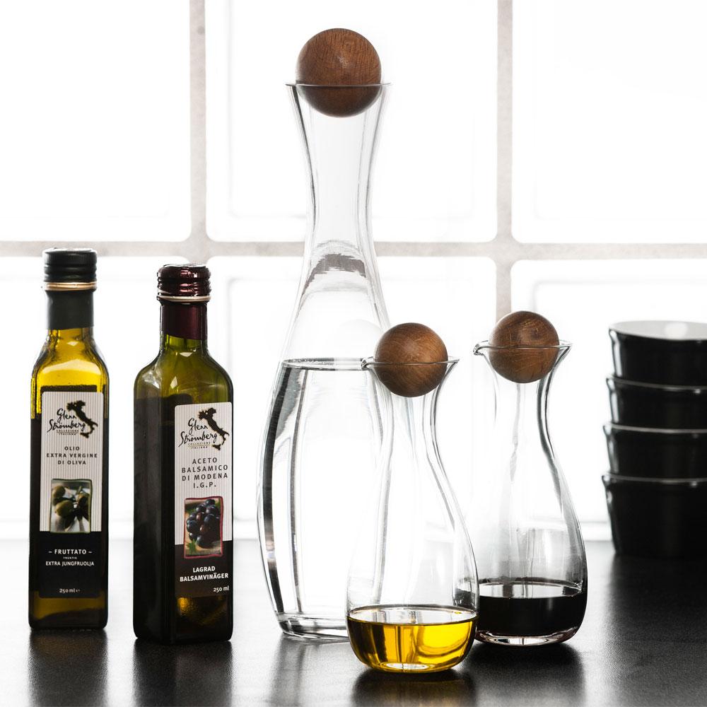 oval oak vin vattenkaraff med ekkork 1 l sagaform. Black Bedroom Furniture Sets. Home Design Ideas